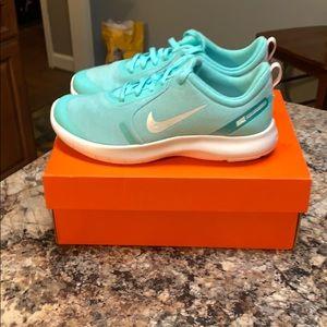 Nike Flex Experience RN8 (GS) Size 5Y or women 6.5
